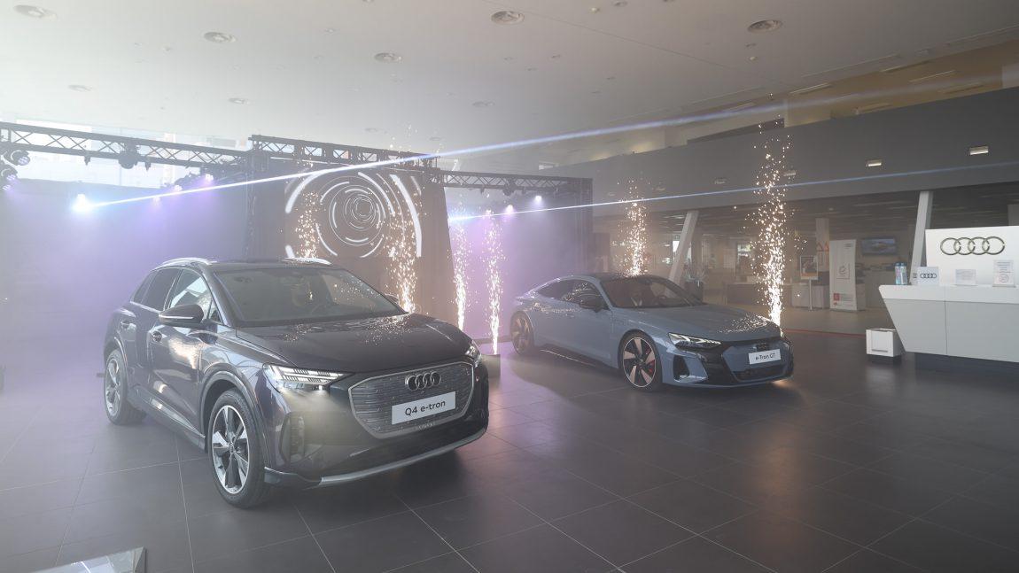 Audi continuă să își extindă portofoliul de modele electrificate și lansează în România Audi e-tron GT și Audi Q4 e-tron – primul SUV electric compact din gamă.